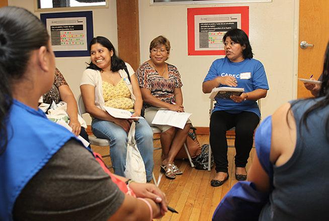 El Centro de Padres de CARECEN ofrece asistencia gratuita a padres  con tramites universitarios para sus hijos.